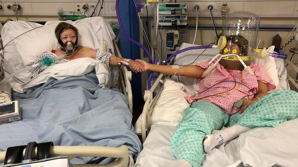 Korona virus i porodica: Žena obolela od korona virusa gledala kako joj majka umire u susednom krevetu