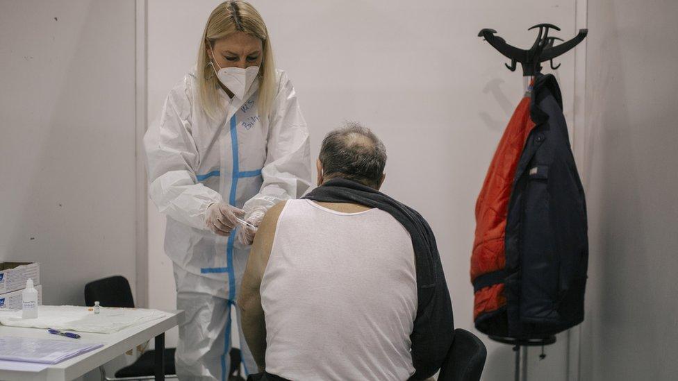 Korona virus: U Srbiji još 20 preminulih, u Britaniji za dan vakcinisano 600.000 ljudi