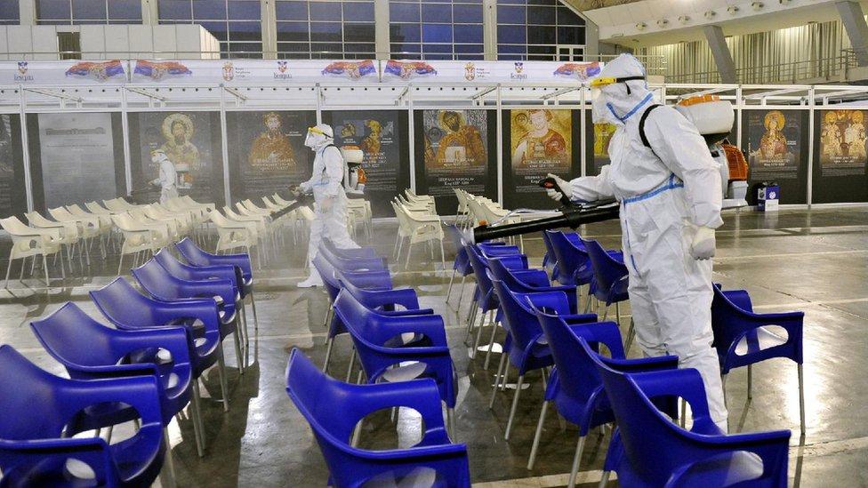 Korona virus: U Srbiji još 18 preminulih, Astrazeneka isporučuje dodatne vakcine Evropi