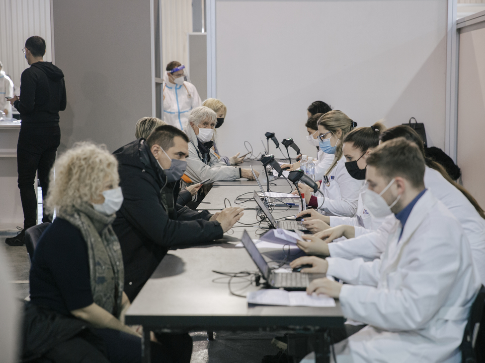 Korona virus: Otvaranje žičare u Srbiji izazvalo polemike, moguće pooštravanje mera, počela vakcinacija u delu Bosne