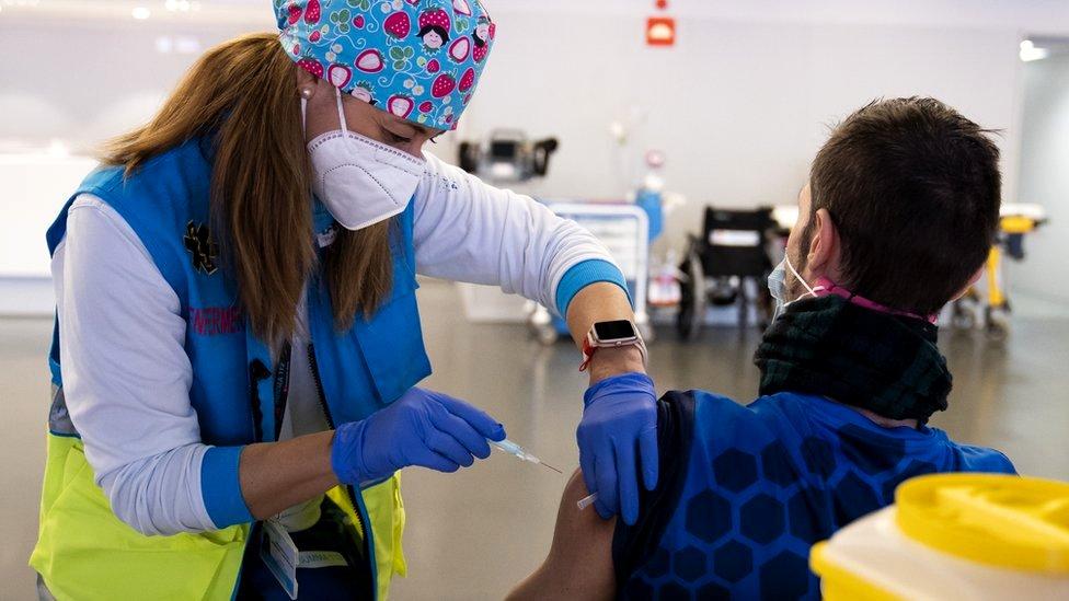 Korona virus i EU: Digitalni sertifikati o vakcinisanju kao mogući uslov za putovanja