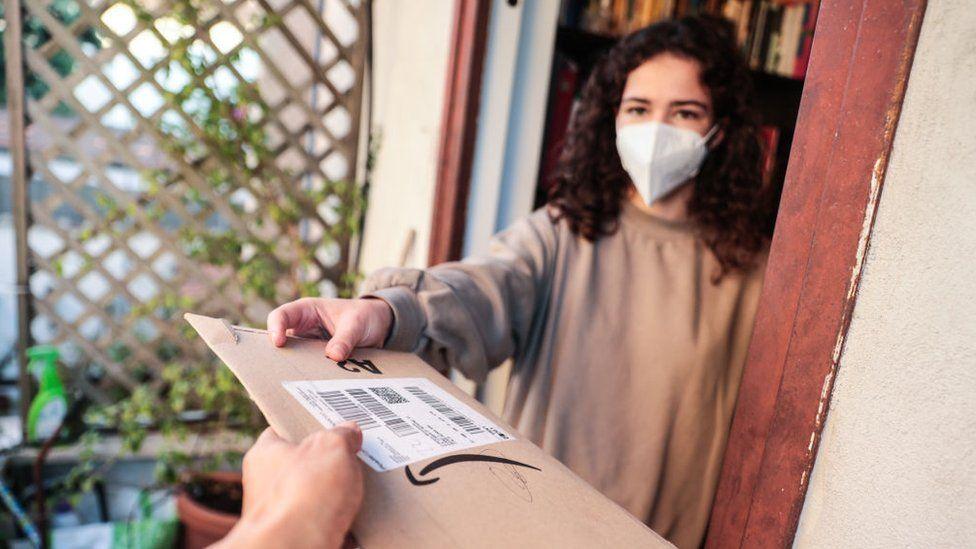 Svetski dan potrošača i korona virus: Šta je pandemija promenila i da li više kupujete onlajn