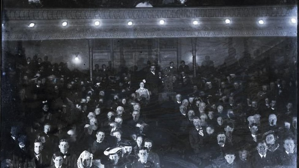 Photo of a 1899 screening at the State Theatre, then known as Graham Opera House