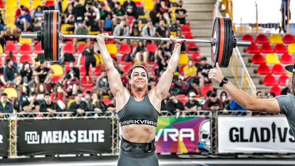 Raquel lifting a weight during a crossfit competition