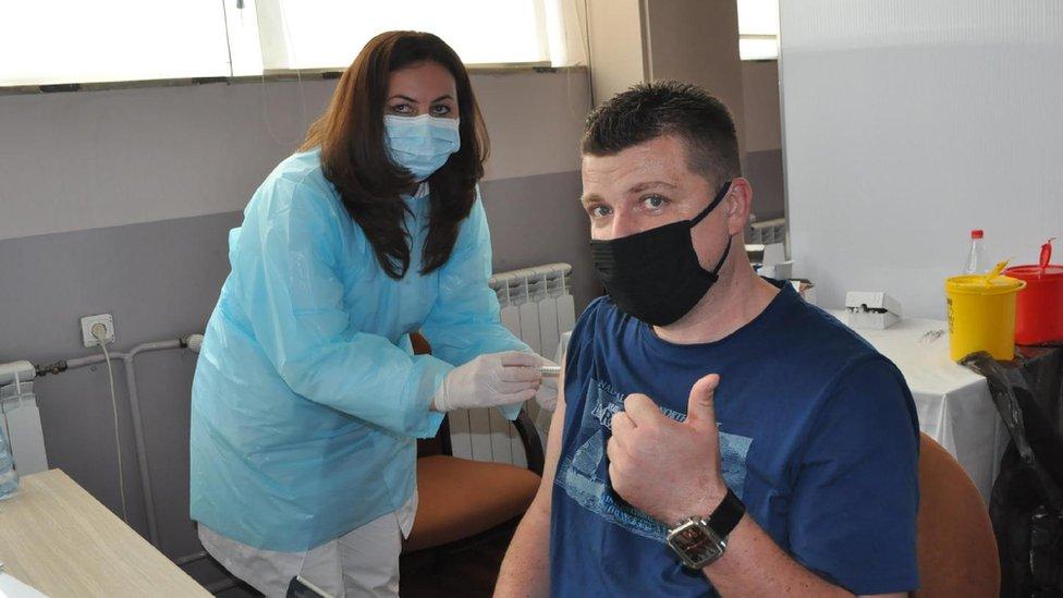 Korona virus: U Srbiji preminulo još 37 ljudi, Izraelci više ne nose maske na otvorenom