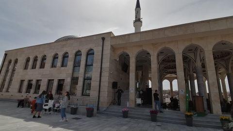Islamski centar Gazilar otvorio vrata za sve vernike (video)