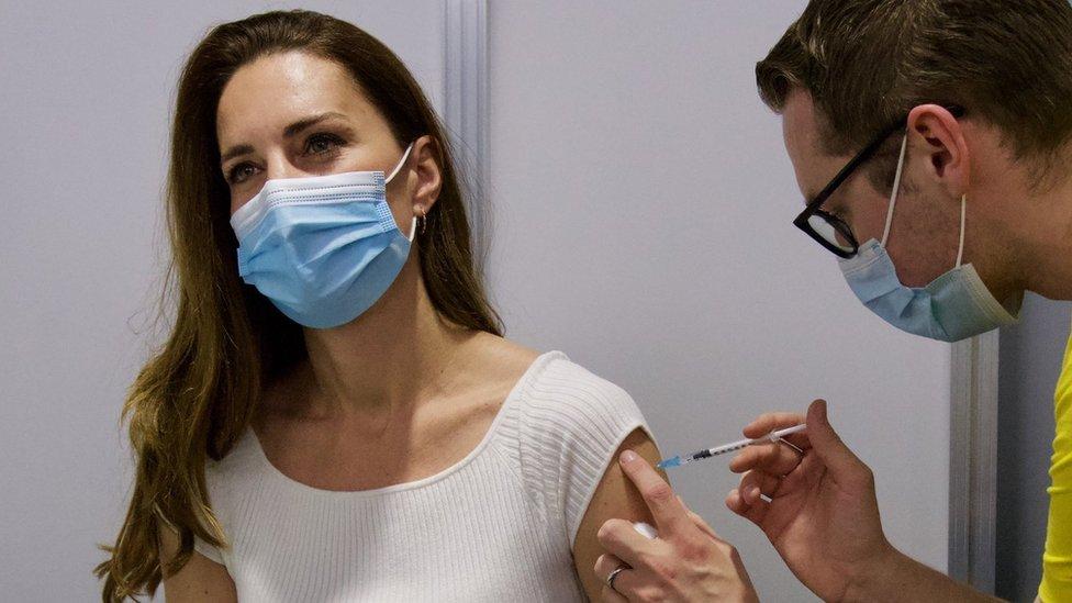 Korona virus: Pad broja zaraženih u Srbiji, vakcinisala se vojvotkinja od Kembridža