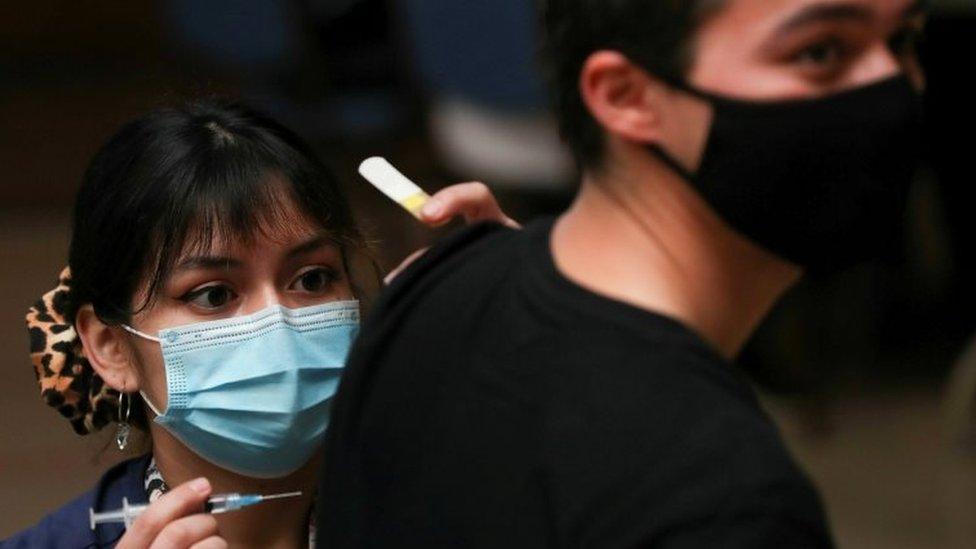 Korona virus: U Srbiji odobrena Fajzer vakcina za decu od 12 do 15 godina, u Rusiji veliki rast broja zaraženih