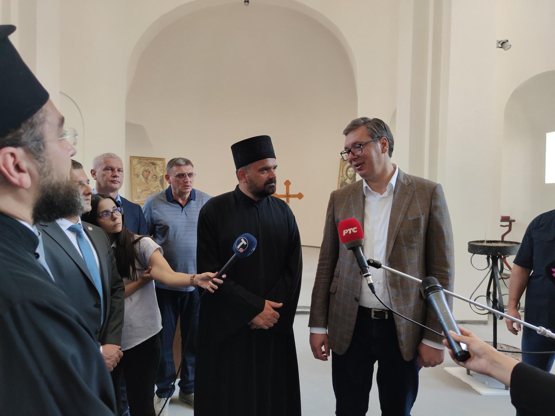 Vučić u Deževi: Ulaganja u puteve, izgradnju fiskulturne sale i obnovu Doma kulture