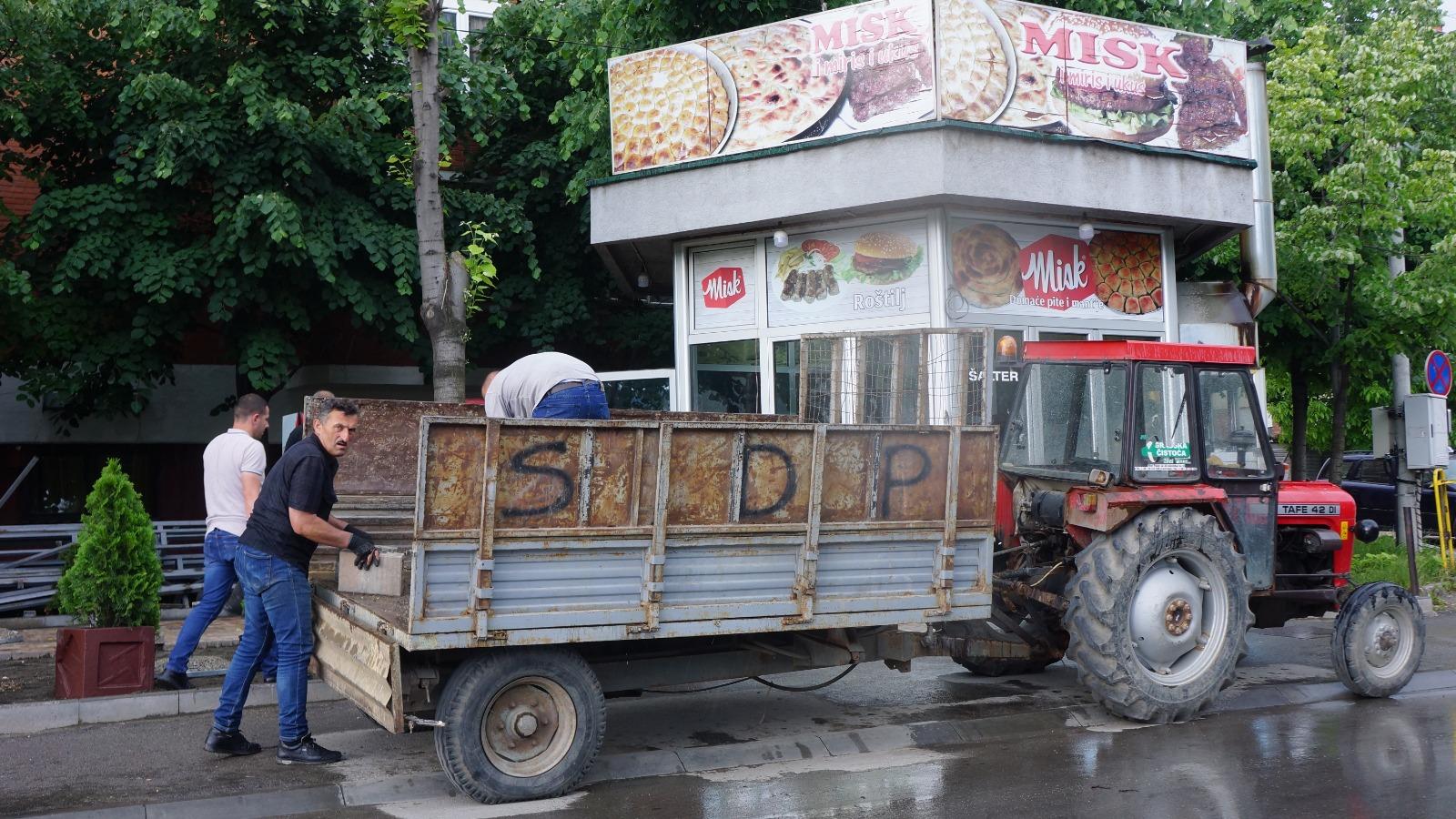 Preduzetniku iz Novog Pazara (ne)zakonito uklonili letnju terasu? (video)