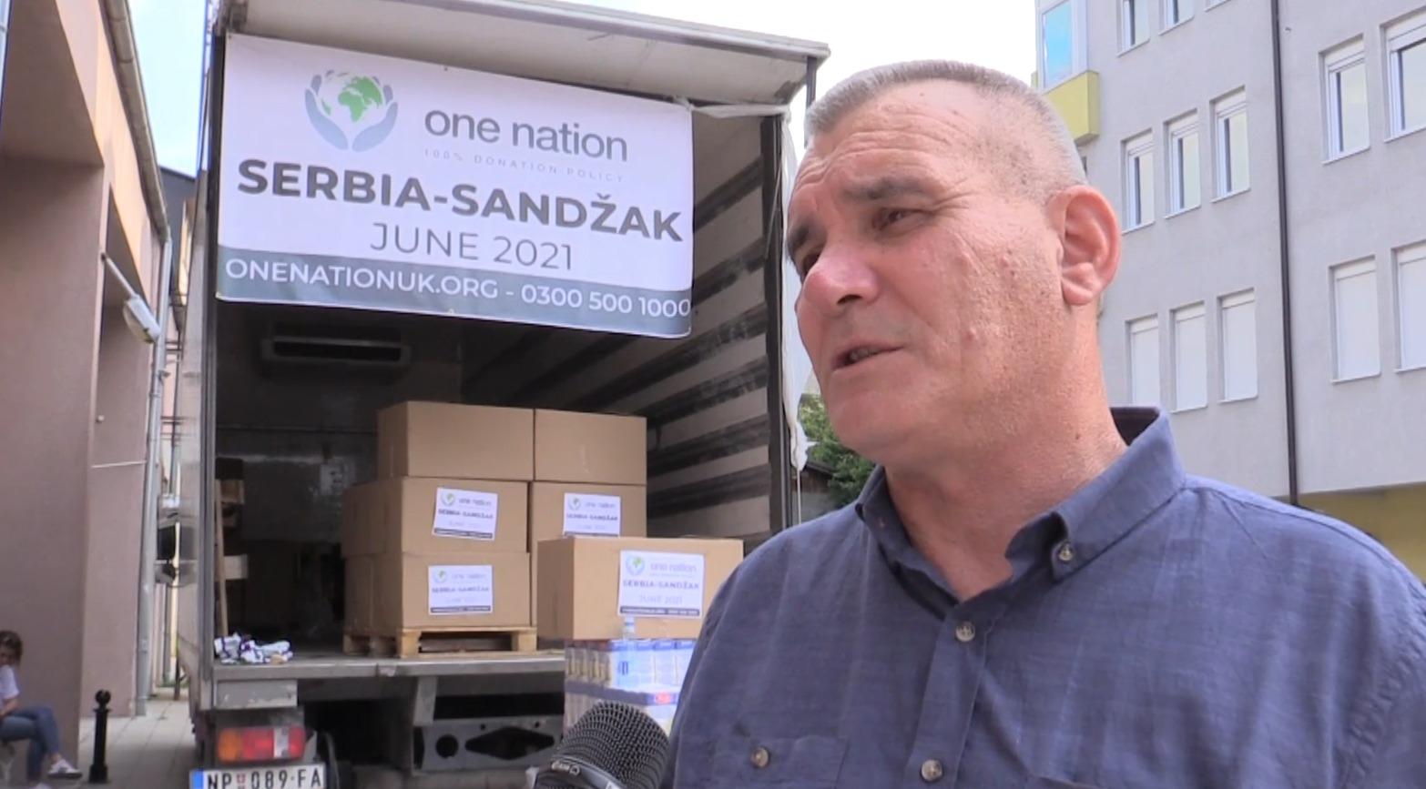 "MHD ""Merhamet Sandžaka"" i HO ""One nation"" podelili  paketa za siromašne porodice (video)"