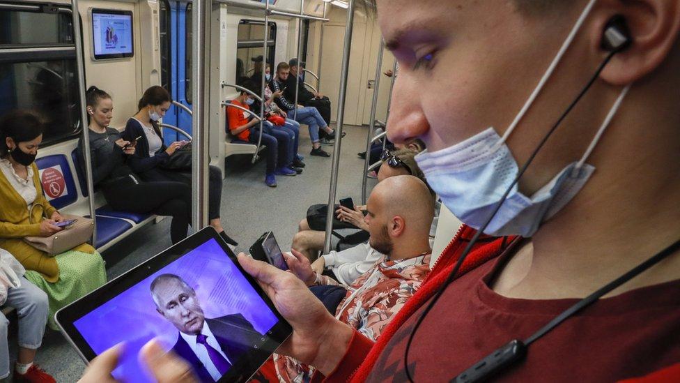 Rusija i Velika Britanija: Putin o incidentu sa britanskim razaračem, Ukrajini i vakcinisanju protiv korona virusa