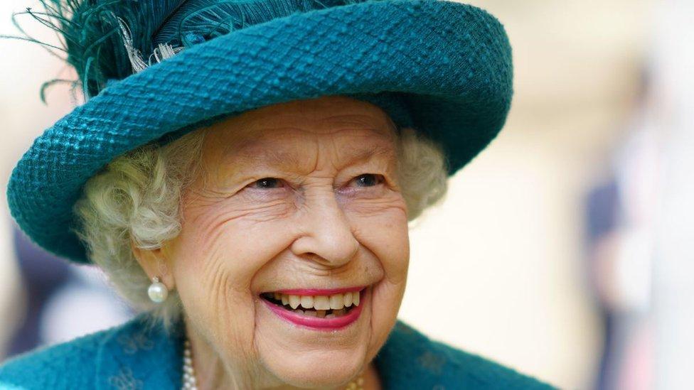 EURO 2020: Ma kakva korona, igra se za EURO 2020: Engleska podrhtava, Kraljica se prisetila 1966, princ Čarls vidi trofej
