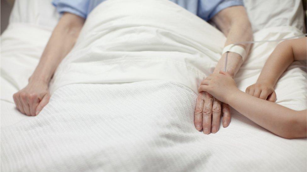 Korona virus: Blizu 300 ljudi preminulo u Srbiji od korone u poslednjih šest dana, sud u Holandiji – kovid propusnice u skladu sa zakonom