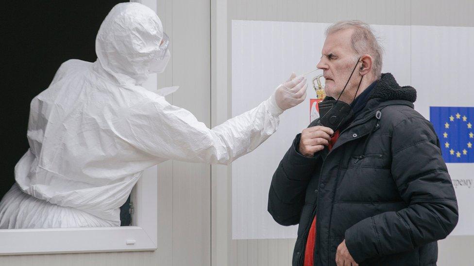 Korona virus: U Srbiji broj zaraženih premašio milion, preminulo još 52 ljudi, u Rusiji najviše preminulih u jednom danu od početka pandemije
