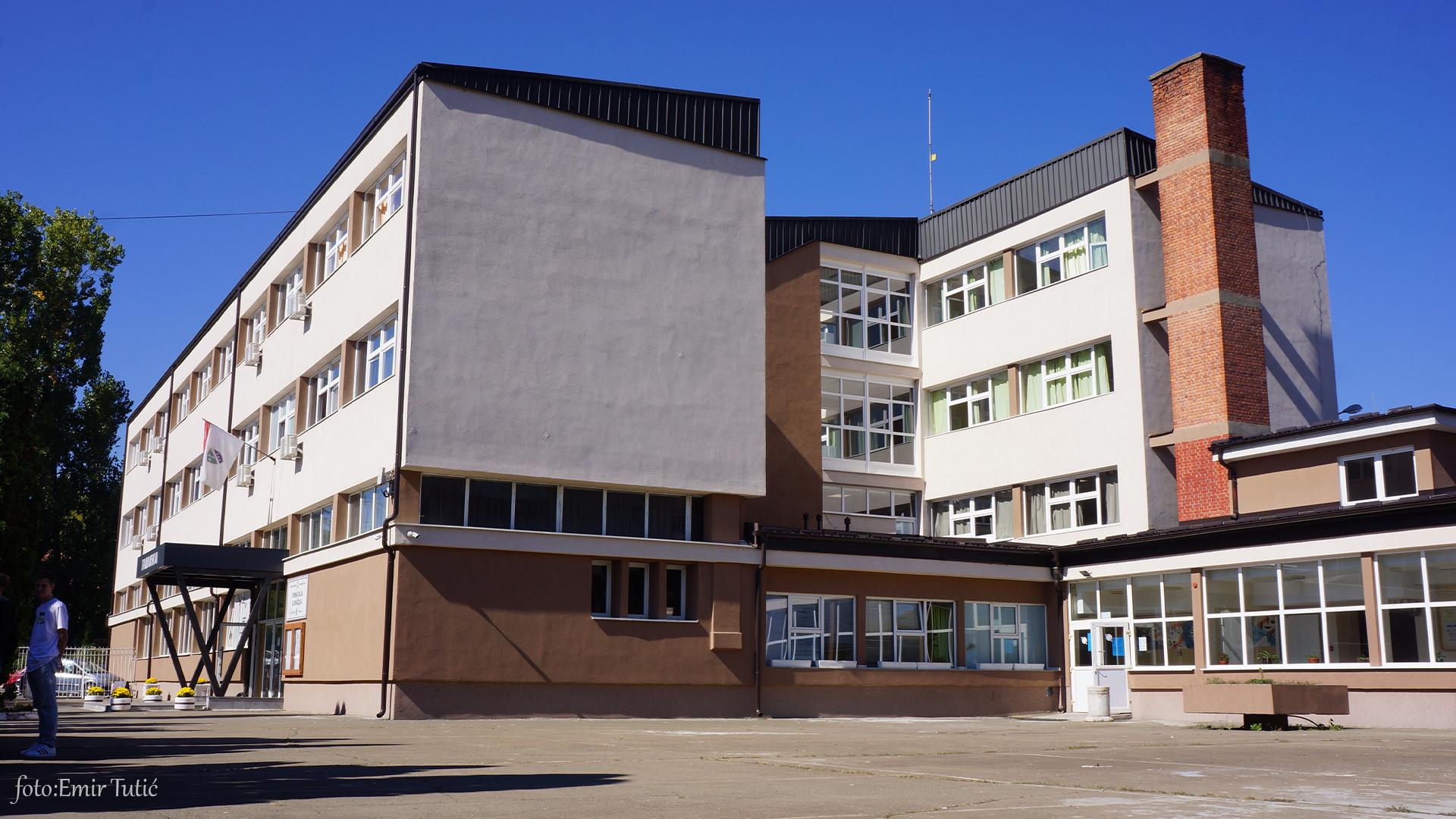 Gimnazija srednja škola učenici.png 2