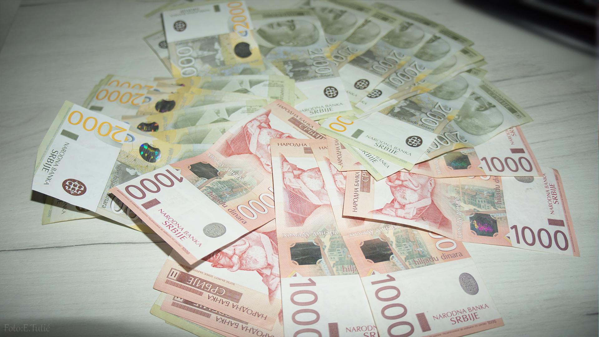 Novac isplata Pare Penzija Naknada Novčana Novcana